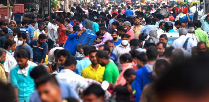 People gather to shop at an air vegetable market early in the morning in Mumbai on November 20, 2020. Credit: AFP Photo