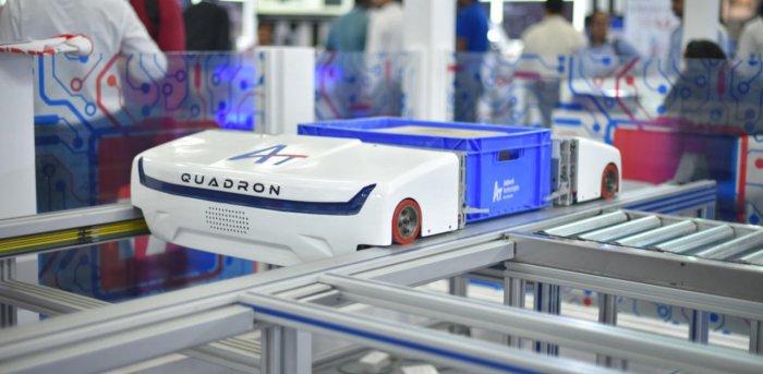 Carton shuttle robot 'Quadron'. Credit: DH photo.