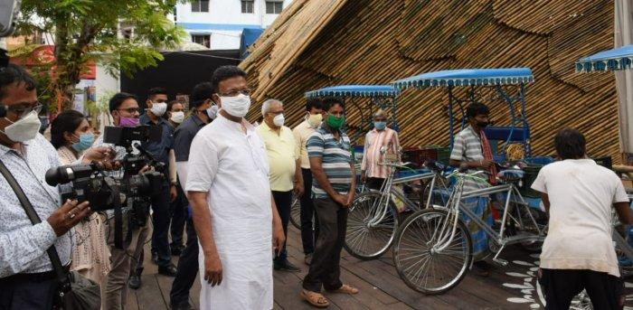 West Bengal Minister Firhad Hakim volunteers for Covid-19 vaccine trials    Deccan Herald