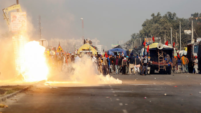 Fire at Singhu border amid farmers protest: Two tents and car were allegedly set on fire by some miscreants at the Singhu border.