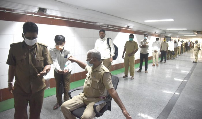 The BMTC had decided not to take action against absent employees in view of Covid-19. Credit: DH File Photo