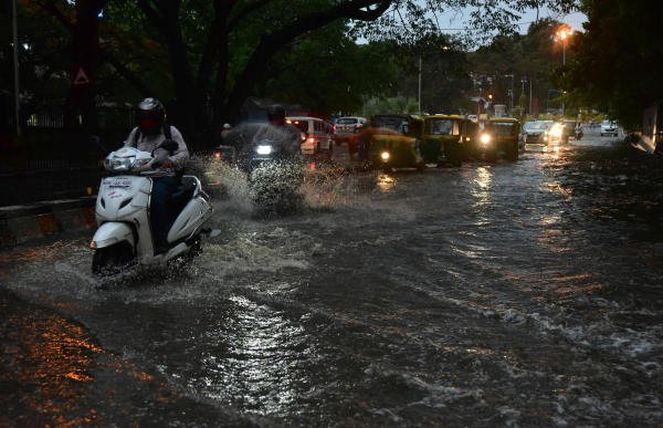 The Bhubaneswar Meteorological Centre said conditions were favourable for further advance of southwest monsoon into remaining parts of Odisha during the next 48 hours. Credit: DH File Photo