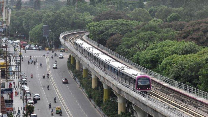 A metro train chugs into the MG Road station, Bengaluru. Credit: DH File Photo