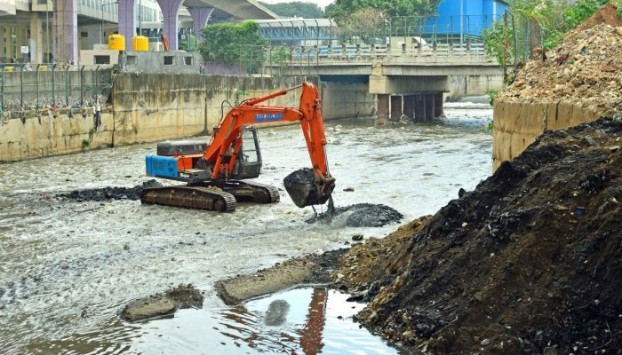 This image shows an excavator being used to desilt the Vrishabhavathi river following heavy rain on Monday night. Credit: DH Photo/Ranju P