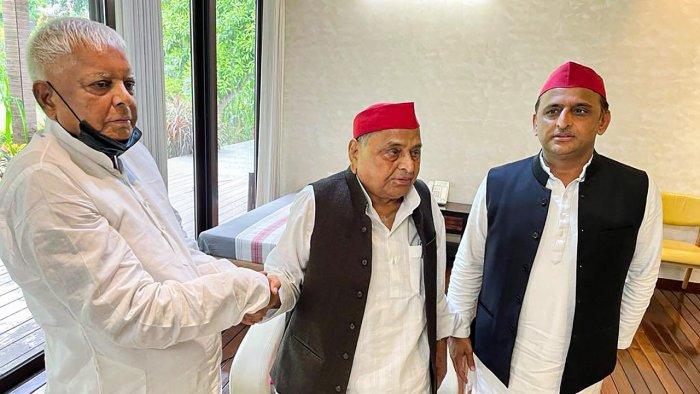 RJD supremo Lalu Prasad Yadav (L) with Mulayam Singh Yadav (C) and Akhilesh Yadav. Credit: PTI Photo