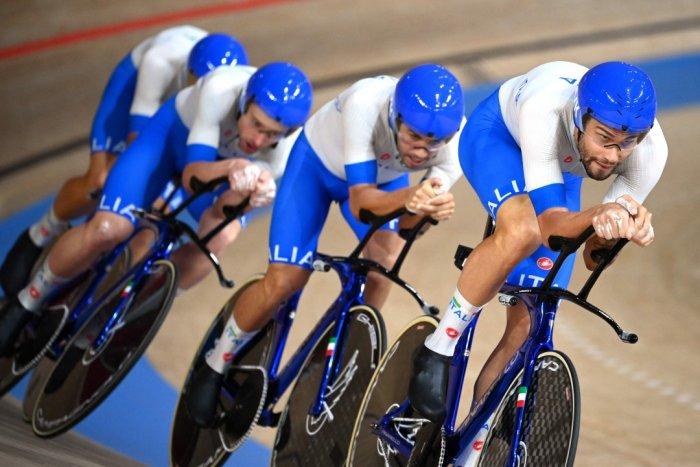 Italy's Filippo Ganna (R) and teammates. Credit: AFP Photo