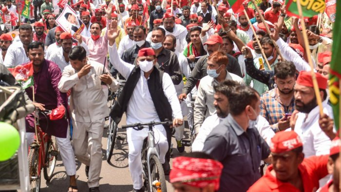 Samajwadi Party Chief Akhilesh Yadav takes out a cycle yatra against alleged anti-people policies of BJP, on the birth anniversary of party leader Janeshwar Mishra, in Lucknow, Thursday, August 5, 2021. Credit: PTI Photo