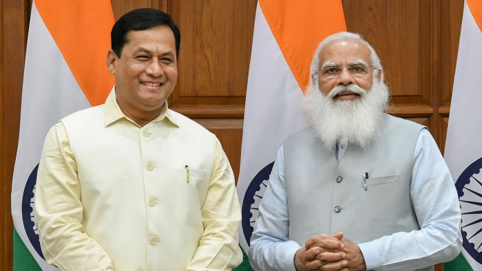 Union minister Sarbananda Sonowal with Prime Minister Modi. Credit: PTI Photo