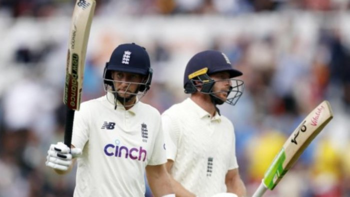 England's Joe Root acknowledges the crowd as he and Jos Buttler walk off for tea. Credit: Reuters Photo