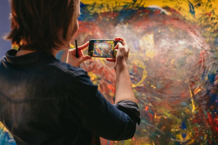 Grainy, low-resolution and poorly defined photographs of artworks are clearly not helpful.