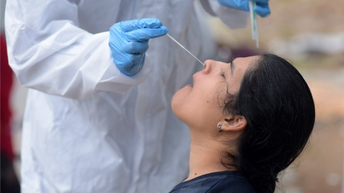 Cumulatively, a total of 4,01,04,915 samples have been tested in the state so far, out of which 1,26,400 were tested on Tuesday alone. Credit: DH Photo/Pushkar V