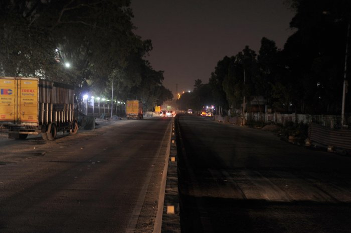Streetlights on Palace Road were not functioning due to BBMP work late last year. Construction work is a common cause of faulty streetlights. DH Photo by Pushkar V PHOTO FOR REPRESENTATION