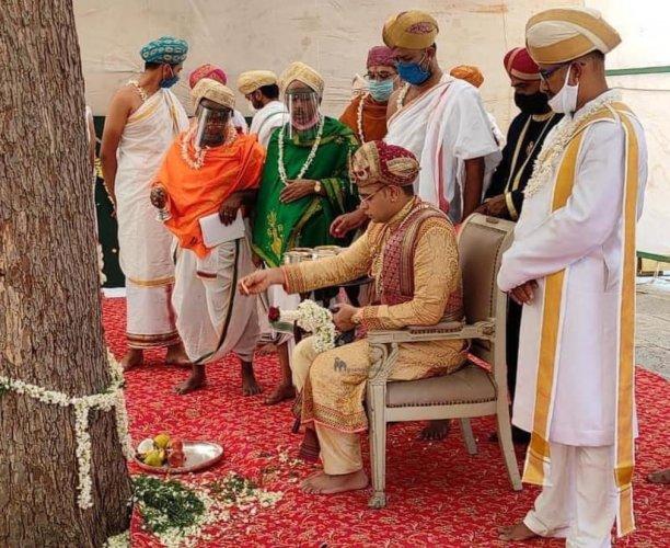 Member of the erstwhile royal family Yaduveer Krishnadatta Chamaraja Wadiyar offers banni puja at Bhuvaneshwari temple, on Mysuru Palace premises, on Monday, to mark Vijayadashami, the culmination of Dasara.