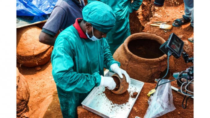 Samples being collected from an offering vessel found inside a burial urn in Sivagalai in Tamil Nadu. Credit: TNSDA