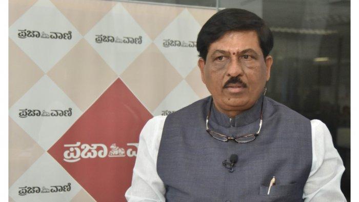 Karnataka Minister for Large and Medium Industries Murugesh Nirani.  Credit: DH File Photo