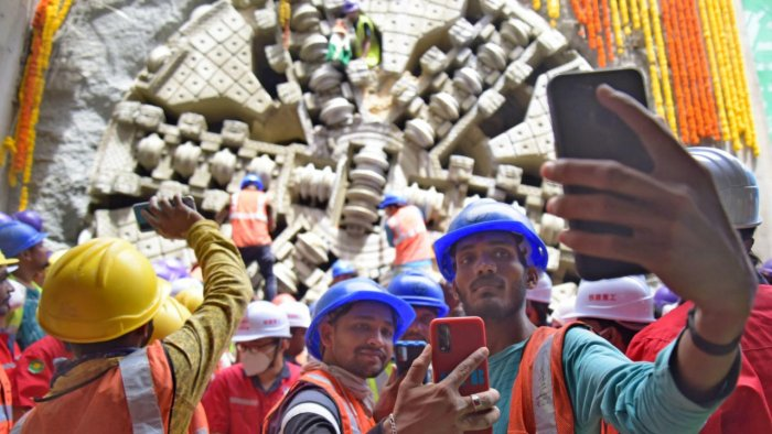 BMRCL workers celebrate the breakthrough at Shivajinagar on Wednesday. Credit: DH Photo/Pushkar V