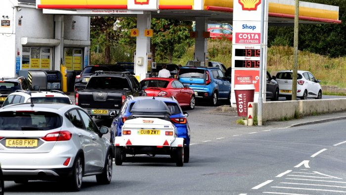 Cars queue up at a petrol and diesel filling station, Begelly, Pembrokeshire, Wales, Britain. Credit: Reuters Photo