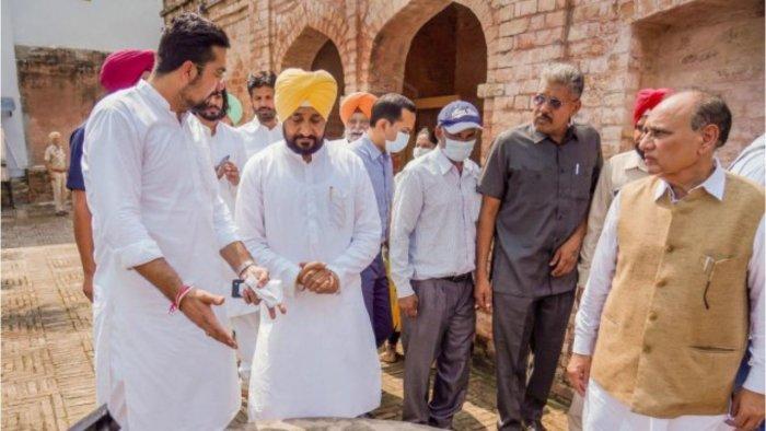 Punjab Chief Minister Charanjit Singh Channi during his visit to Shaheed-e-Aazam Bhagat Singh's house on his 114th birth anniversary, at Khatkar Kalan village in Shaheed Bhagat Singh Nagar. Credit: PTI Photo