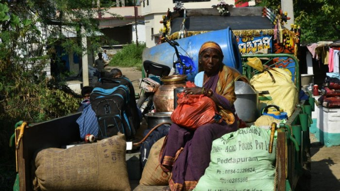 A womantravels out of Gadikeshwar villagein a tractor, along with her belongings, following frequent mild tremors. Credit: DH Photo