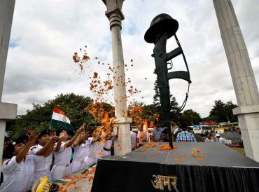 NCC cadets pay floral tribute at Shaheed-e-Kargil memorial as part of Kargil Victory day celebrations, in Patna. (PTI Photo)