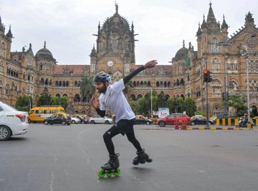 Skater Rana Uppalapati, a 37-year-old businessman from Visakhapatnam who is on a 6,000 km skating trip to educate girls, skates in the backdrop of Chhatrapati Shivaji Maharaj Terminus in Mumbai, Wednesday, Sep 19, 2018. (PTI Photo)