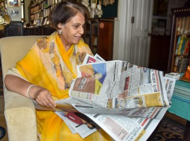 Royal family member Pramoda Devi Wadiyar releasing the new colour pages of Prajavani and Deccan Herald news paper in Mysuru on Friday. DH photo