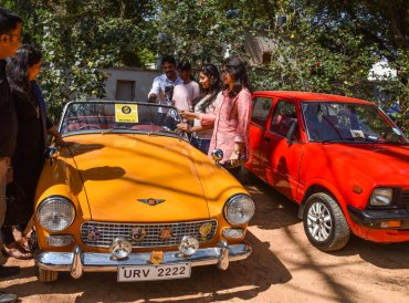 Visitors at the 6th Southern India Vintage and Classic Automobile meet organised by The Bangalore Vintage Group at The Jayamahal Palace in Bengaluru on Sunday. (DH Photo by S K Dinesh)