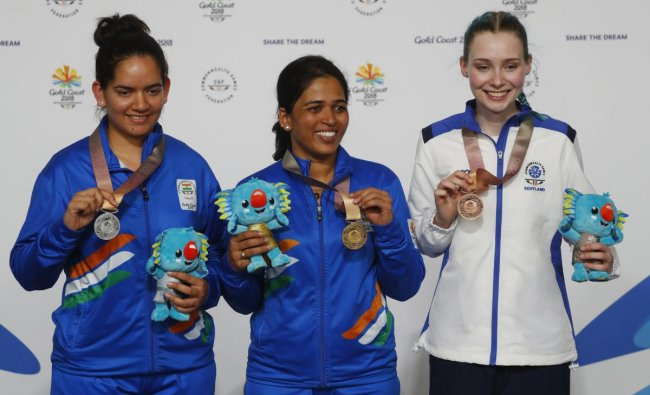 Gold medallist Tejaswini Sawant of India flanked by silver medallist Anjum Moudgil of India and bronze medallist Seonaid McIntosh of Scotland. (REUTERS)
