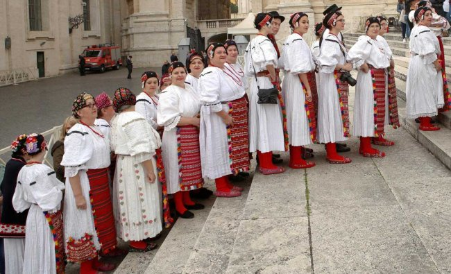 Pilgrims, wearing traditional Croatian clothes, arrive to attend Pope Francis\' Wednesday general audience in Saint Peter\'s square at the Vatican. Reuters Photo
