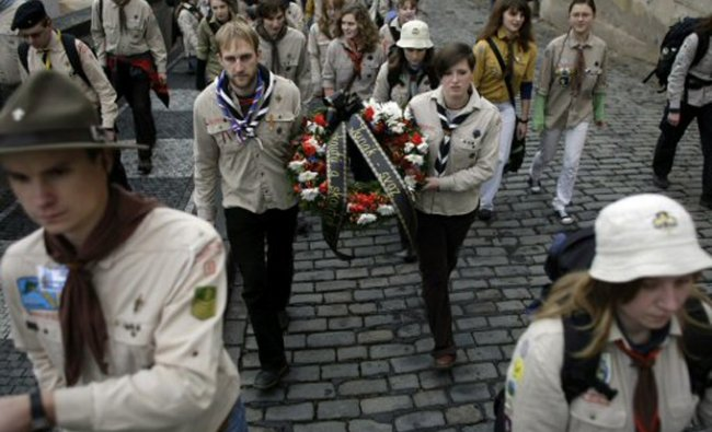Czech boyscouts carry a wreath during the state funeral of former Czech President Vaclav Havel