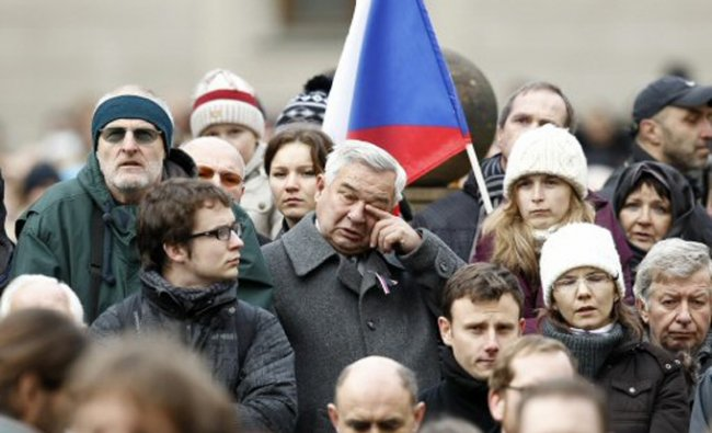 Mourners follow the state funeral of former Czech President Vaclav Havel