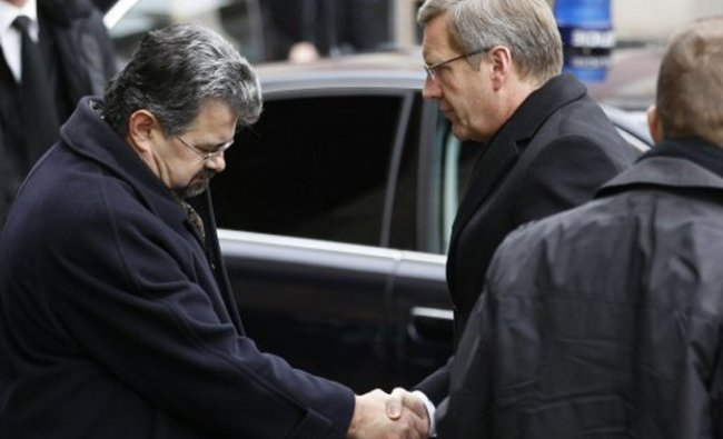 German President Christian Wulff, right, arrives for the state funeral of former Czech President