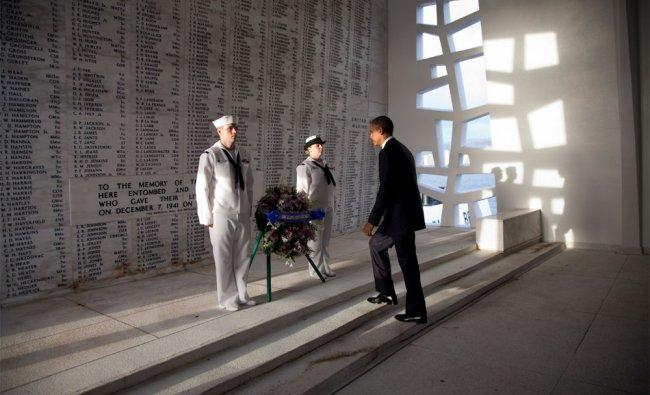 Obama lays wreath at Pearl Harbor memorial