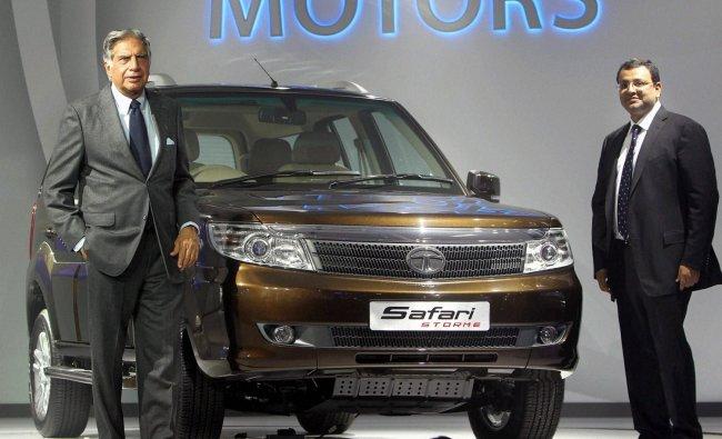 Ratan Tata (L) and his successor Cyrus Mistry pose with the new Tata Safari Storme