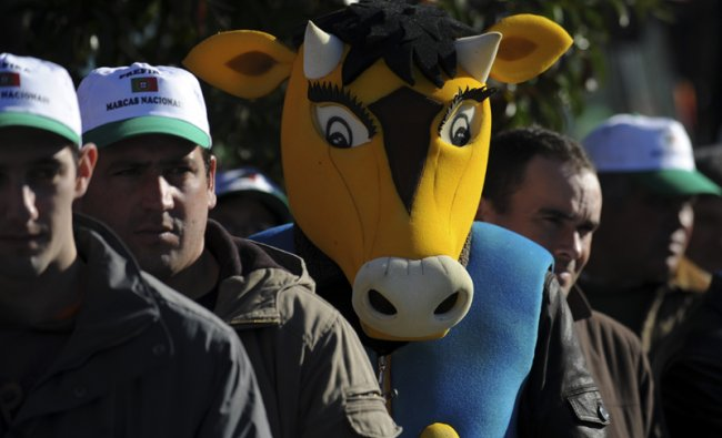 Portuguese farmers gather to demand the protection of national local products