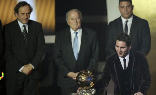 Lionel Messi of Argentina poses with the trophy after winning the men\'s FIFA Ballon d\'Or