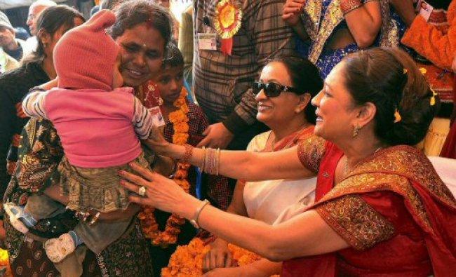Kamla Persad-Bissessar comforts a child