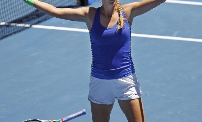 Victoria Azarenka celebrates after defeating Agnieszka Radwanska