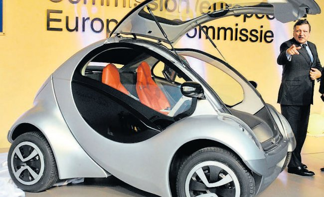 Unveiling of \'\'Hiriko\'\' electronic fold-up concept car