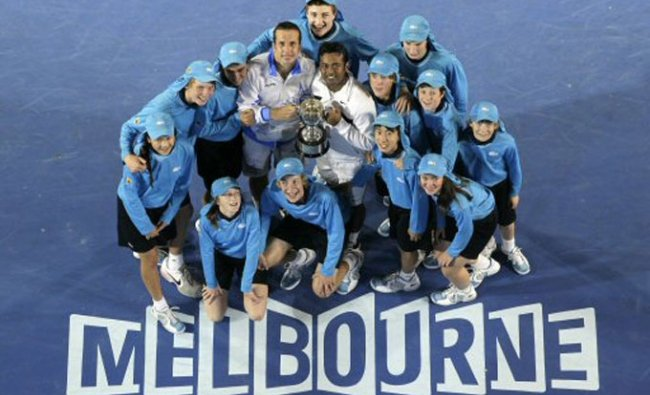 Leander Paes and Radek Stepanek during the awarding ceremony after defeating USA\'s Bryan brothers