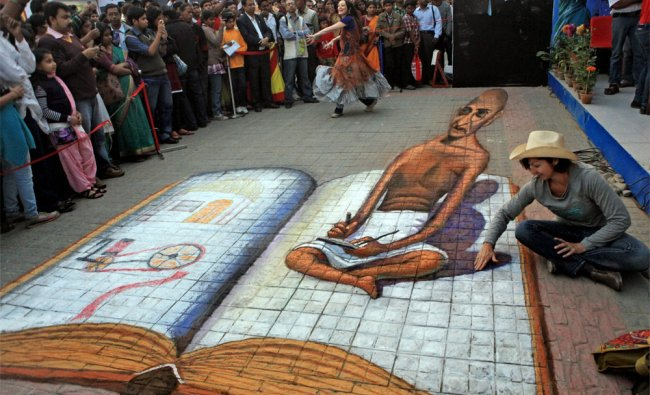 Tracy Lee Stun gives finshing touches to her creation of a 3D image of Mahatma Gandhi