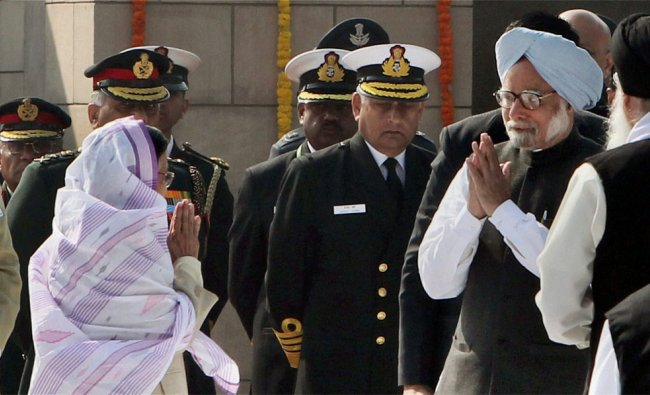 President Pratibha Patil is greeted by Prime Minister Manmohan Singh at a function at Rajghat