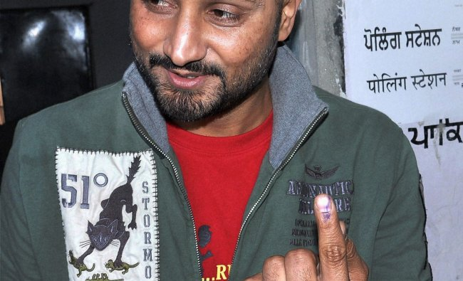 Harbhajan Singh shows his marked finger after casting vote