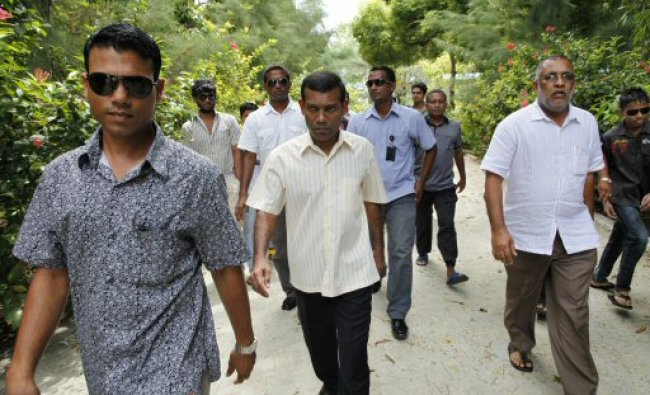 Maldives\' Ex-President Mohamed Nasheed on his way towards a mosque