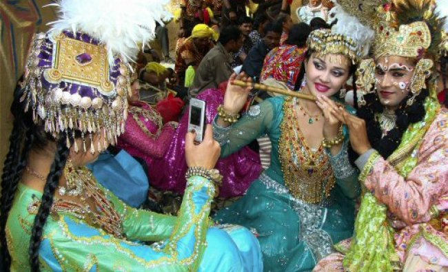 Indian and foreign aritstes get ready to perform at the \'chaupal\' during 26th Surajkund Crafts Mela