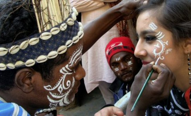 A Siddhi Goma artiste and a foreign aritste get ready to perform at the26th SurajKund Mela