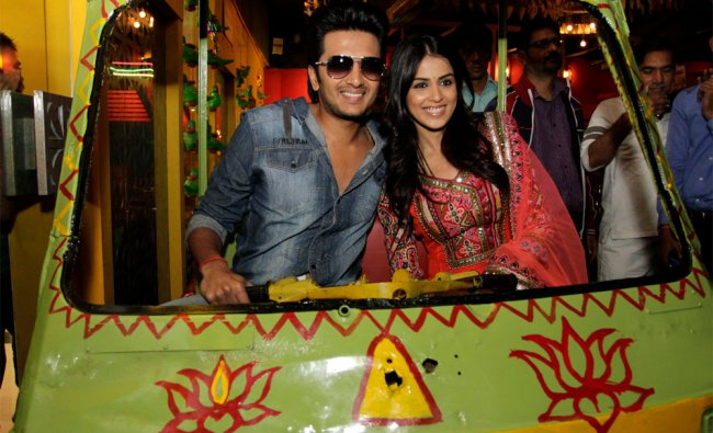 Newly married Bollywood actors Ritesh Deshmukh and Genelia D\'Souza at a film promotion
