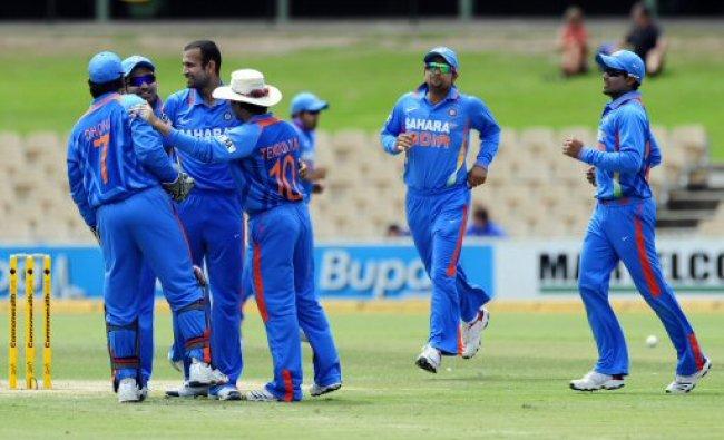 India\'s players celebrate the dismissal of Sri Lanka\'s Tillakaratne Dilshan during their ODI