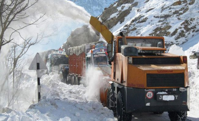 Srinagar-Jammu National Highway is cleared from heavy snow fall