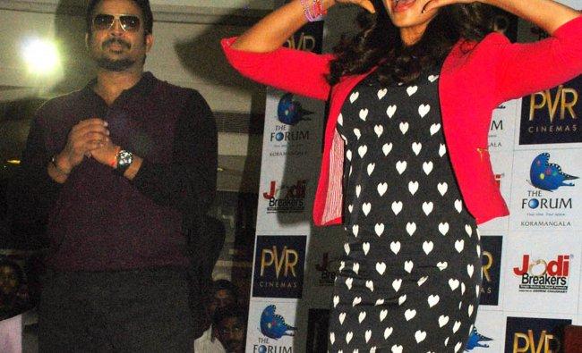 Madhavan and Bipasha Basu during a promotion of Jodi Breakers
